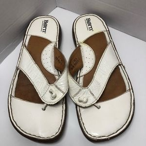 Born's White Leather FlipFlops Thongs Size 9